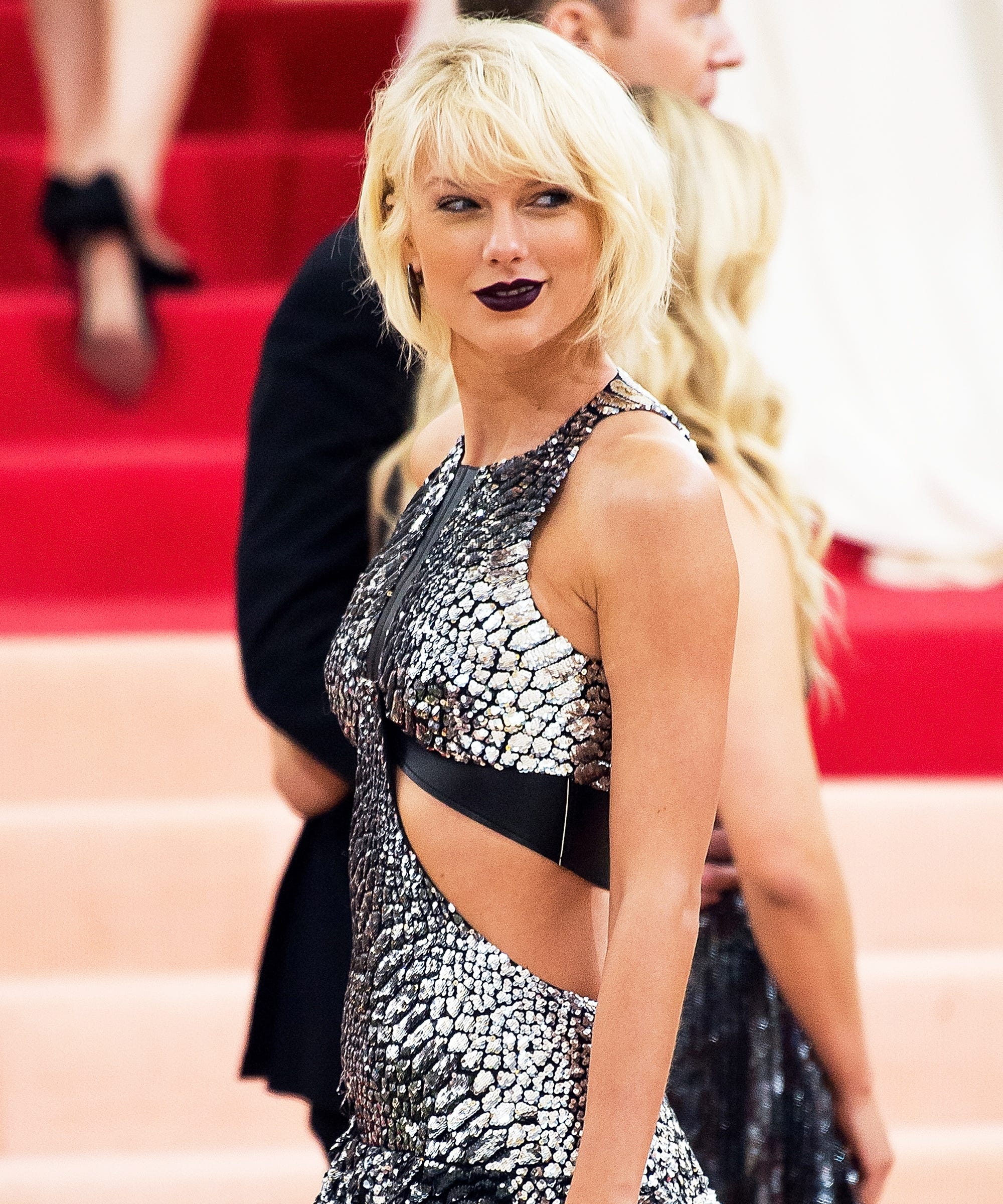 bb522be0444 Best Dressed Met Gala 2016 Red Carpet Outfits Photos
