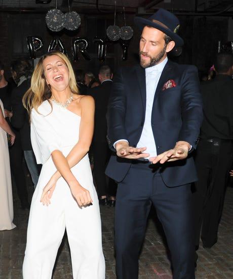 alt-dancing-couple-opener