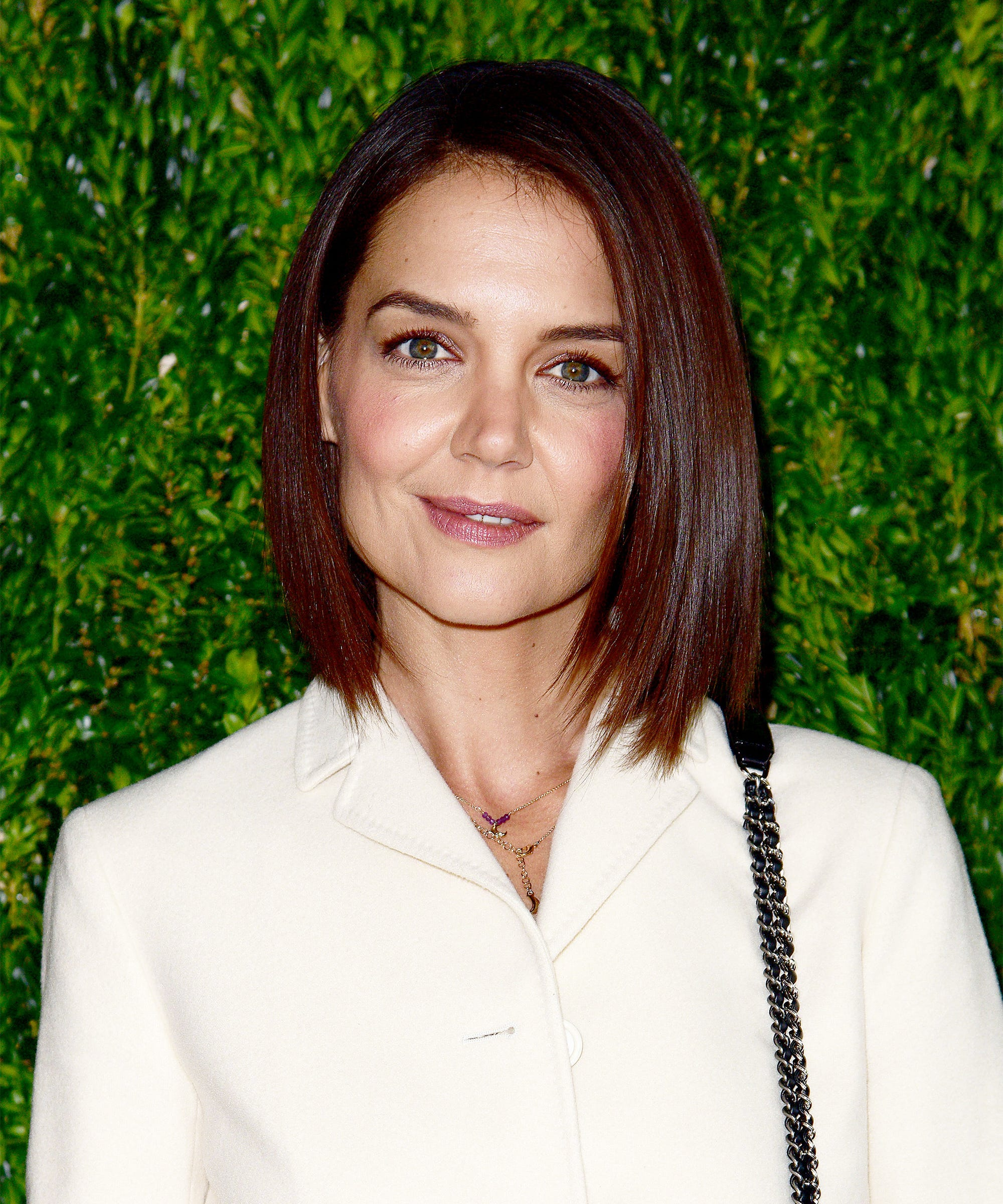 680cc896416 Katie Holmes  Hairstylist Breaks Down Her Relaxed Bob