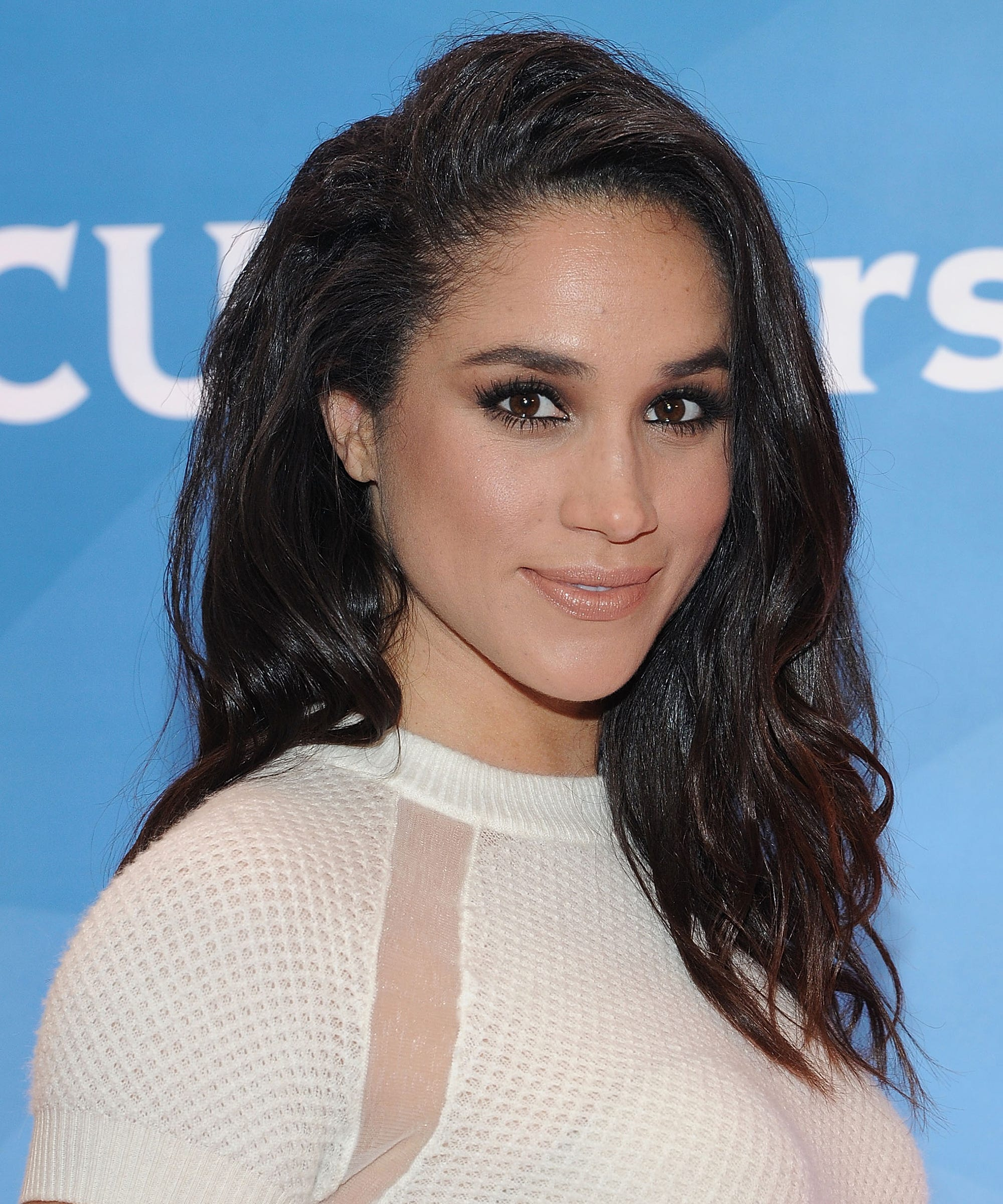 70f58884478ff Meghan Markle Straight And Natural Hair Photos
