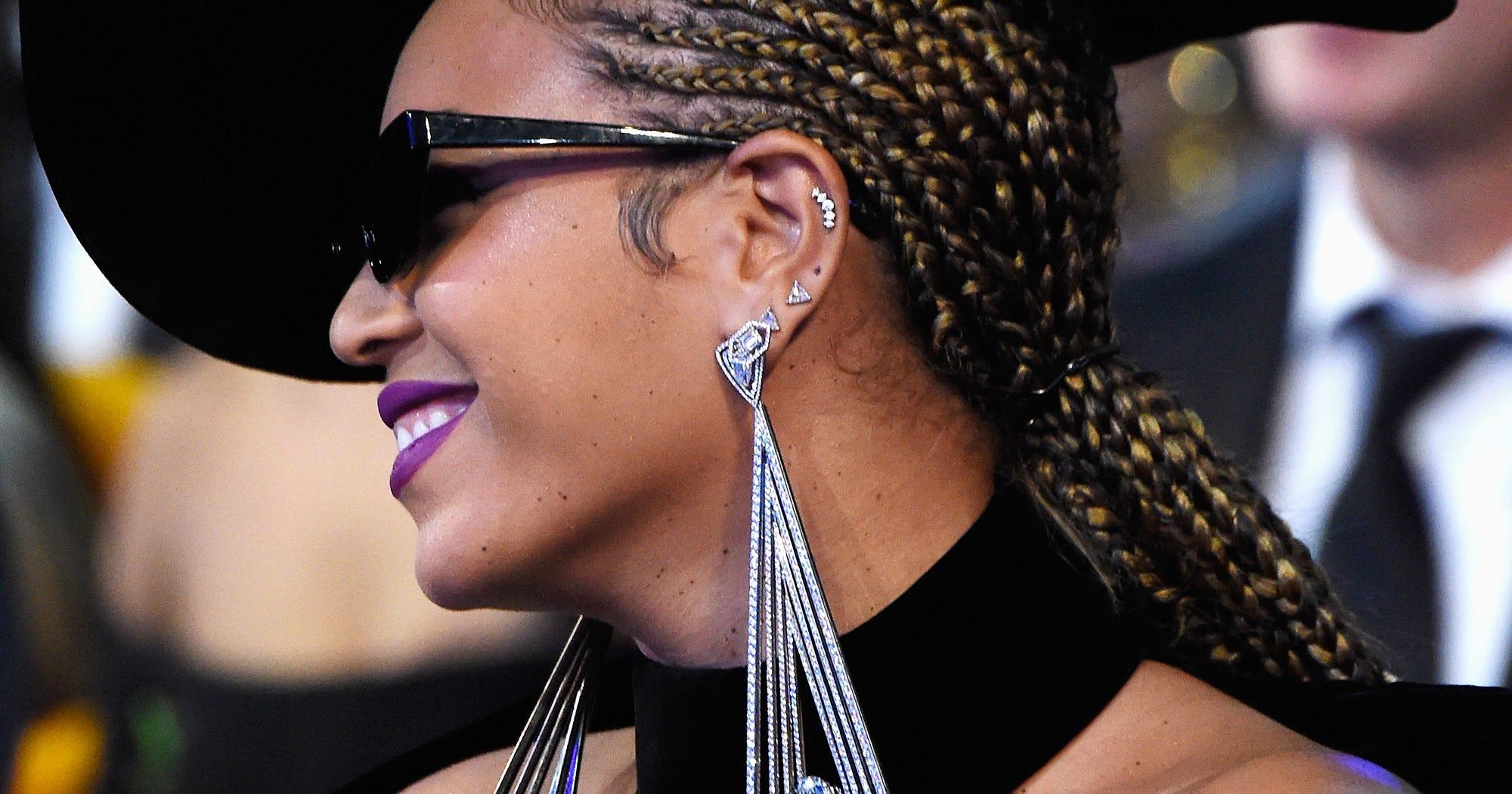 Celebrities With Multiple Ear Piercings Trend