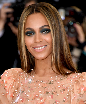 Beyoncé Just Changed Her Iconic Wedding Ring Tattoo U0026 Weu0027re Freaking Out