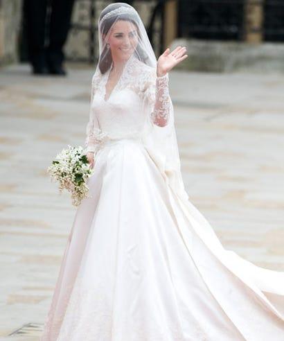 Alexander mcqueen kate middleton wedding dress lawsuit alexander mcqueen sued over kate middletons wedding dress 5 years later junglespirit Gallery
