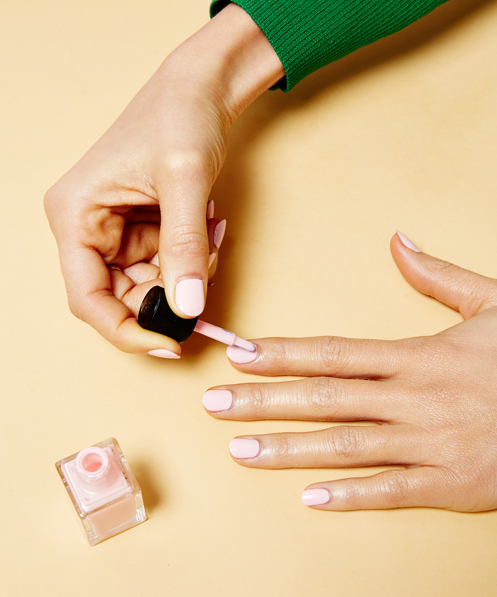 Negative space manicures are las coolest nail art trend the minimalist nail trend youll want to wear all summer solutioingenieria Images