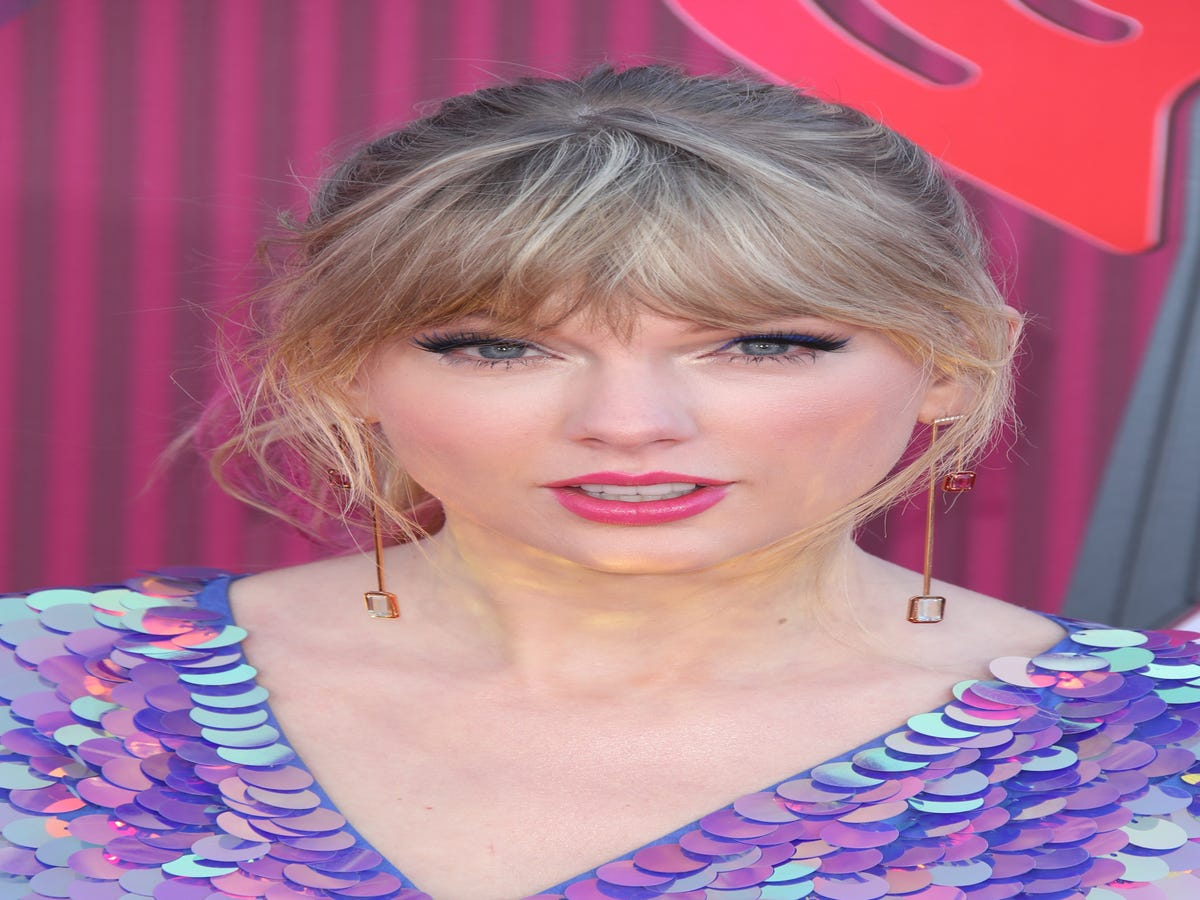 Taylor Swift Wore 2019 s Hottest Hair Color On The Red Carpet