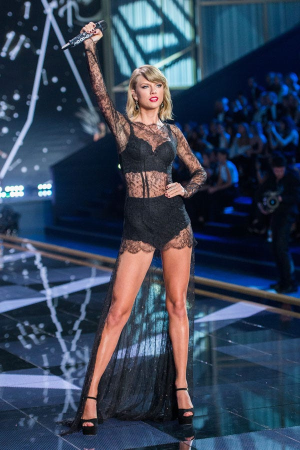 Taylor Swift Pictures - Taylor Swift Outfits, Fashion
