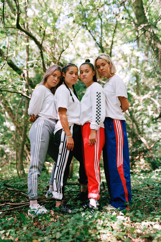 look ing www haarige Frauen com text with photo