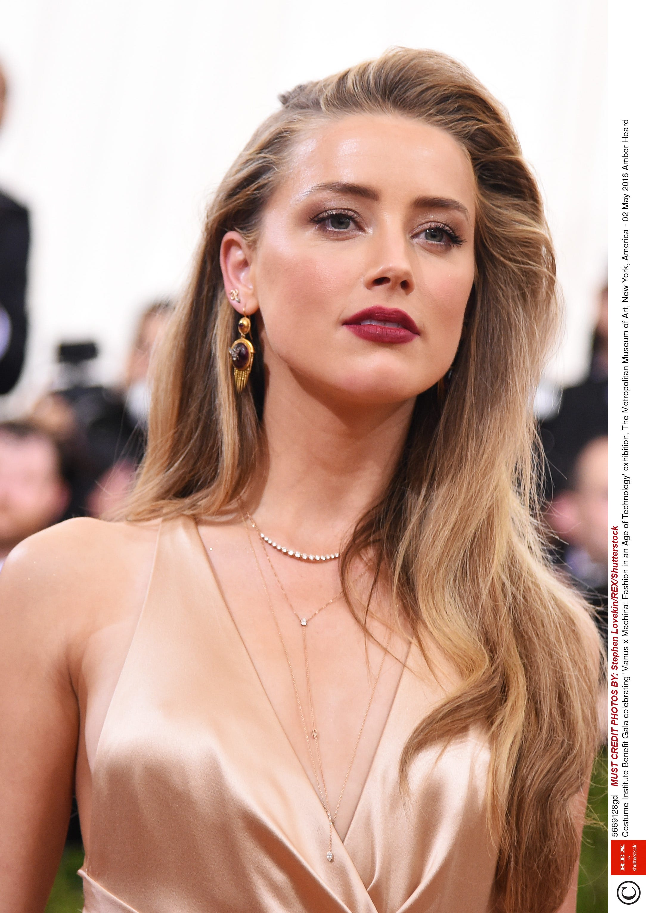 amber heard has a new layered haircut angled hair