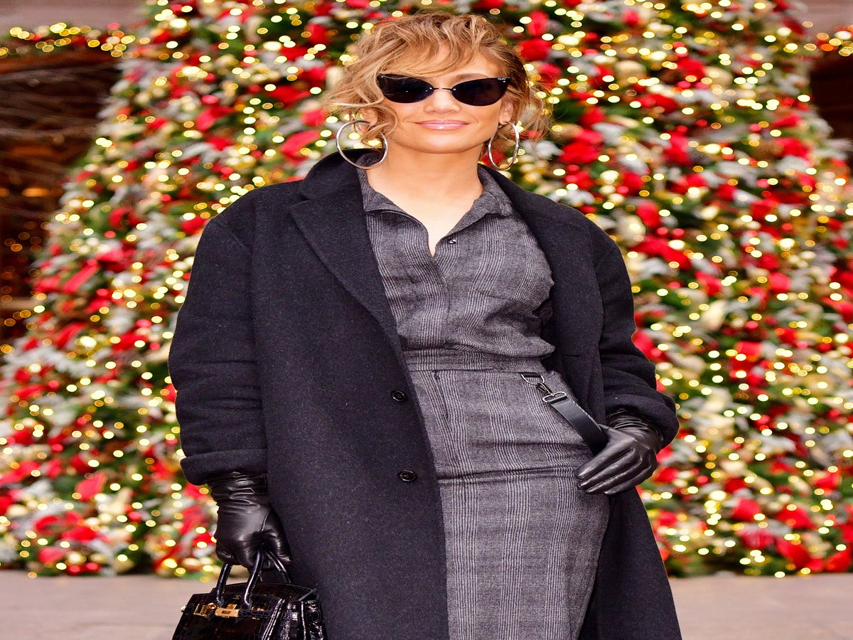 These Are The Best Celebrity Holiday Decorations We ve Seen This Year