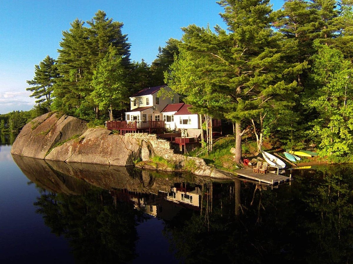 The Most Beautiful Lake-House Retreats On Airbnb