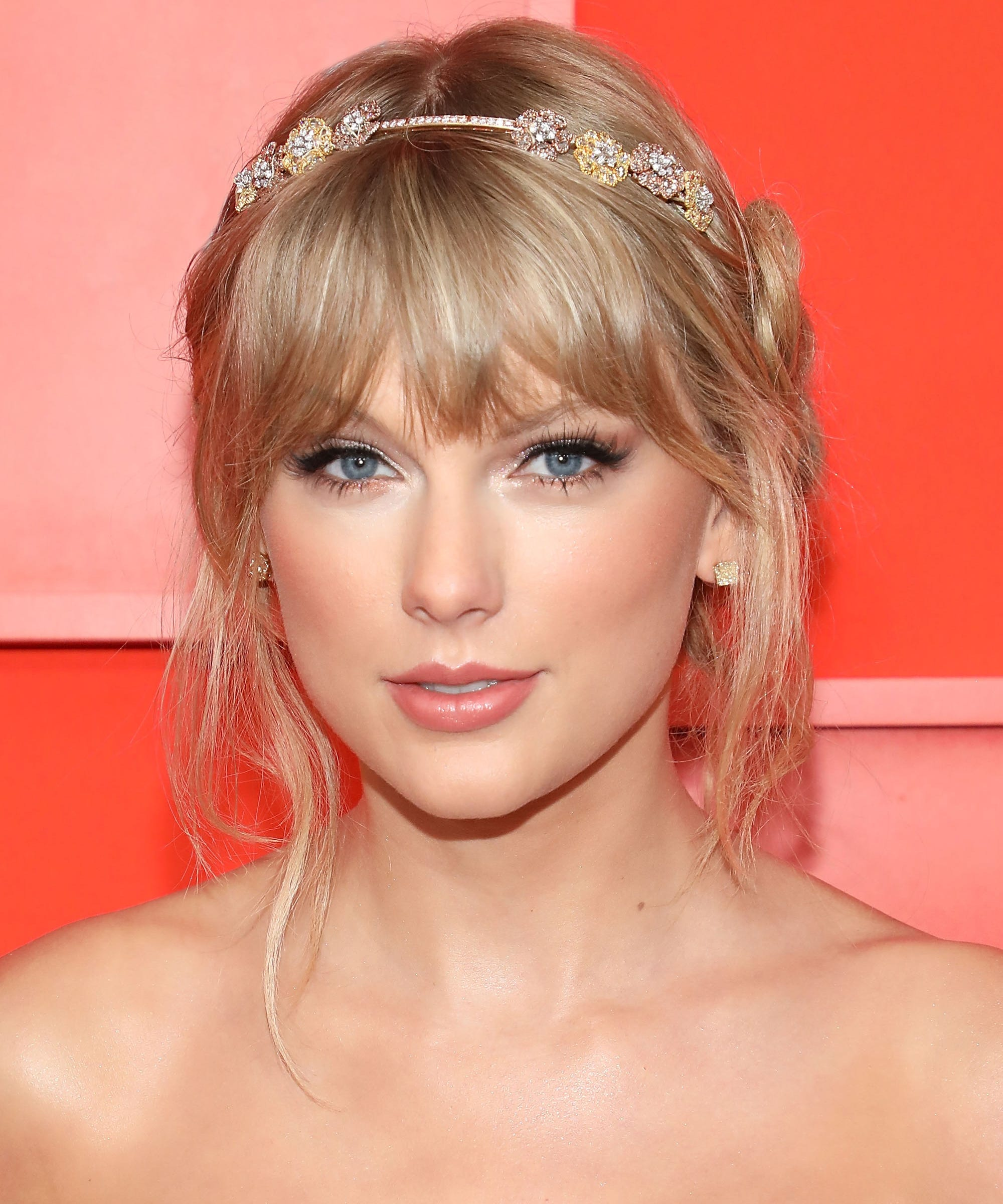 Taylor Swift Hair Has Changed So Much Curls To Pink