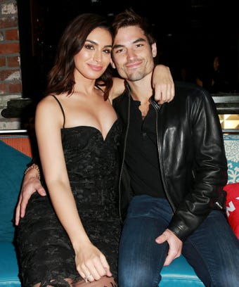 Ashley Iaconetti and Jared Haibon re-create Bachelor In Paradise snap