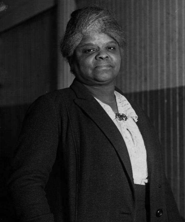 Kvinde Brunette Hvid Lærer Med Mand Sorte Student-1017