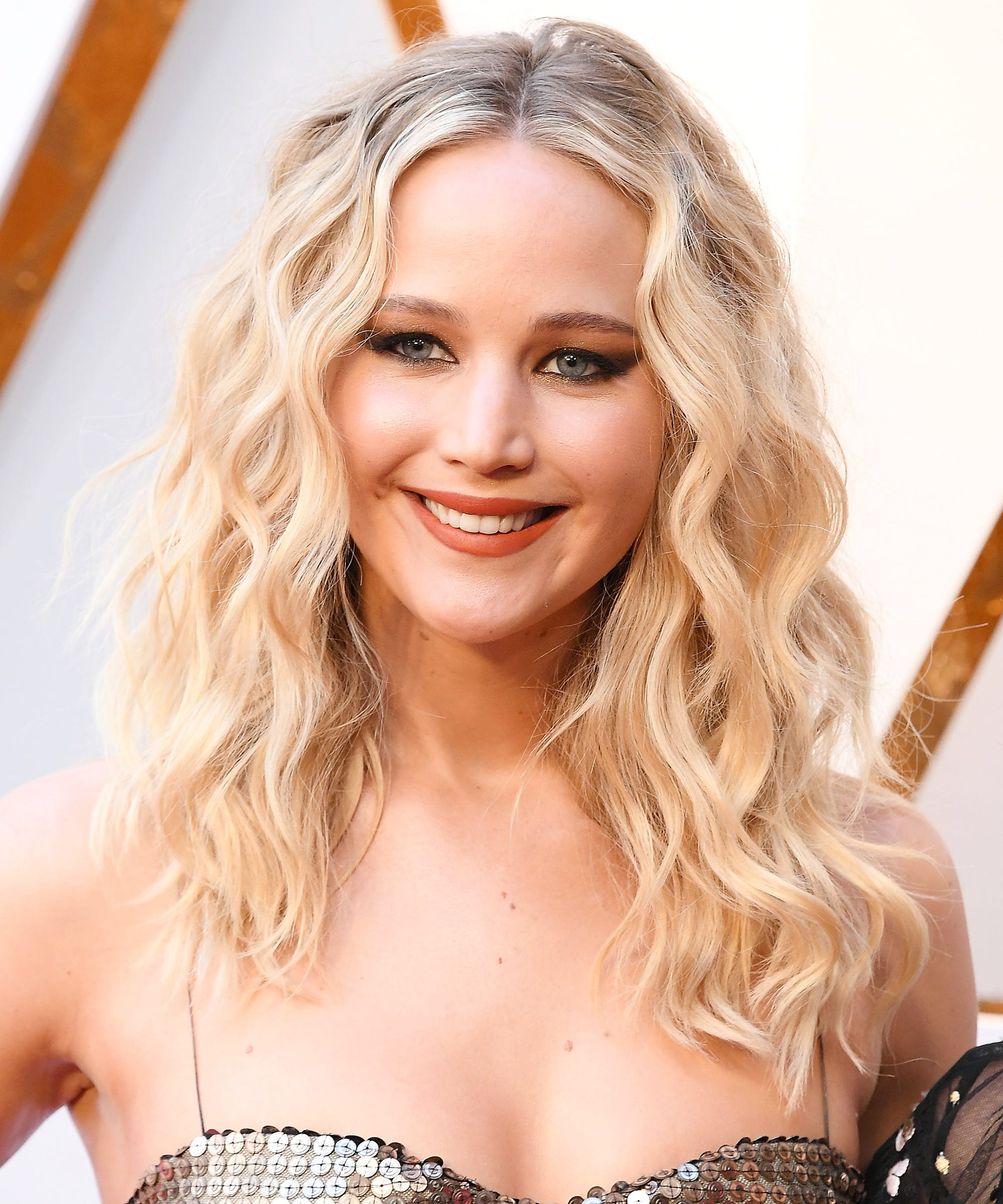 Jennifer Lawrence Cant Get Enough Of The La Bob