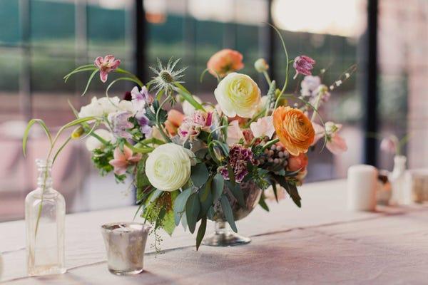 Bunte Haare » Three Flowers In A Vase Hairstyle