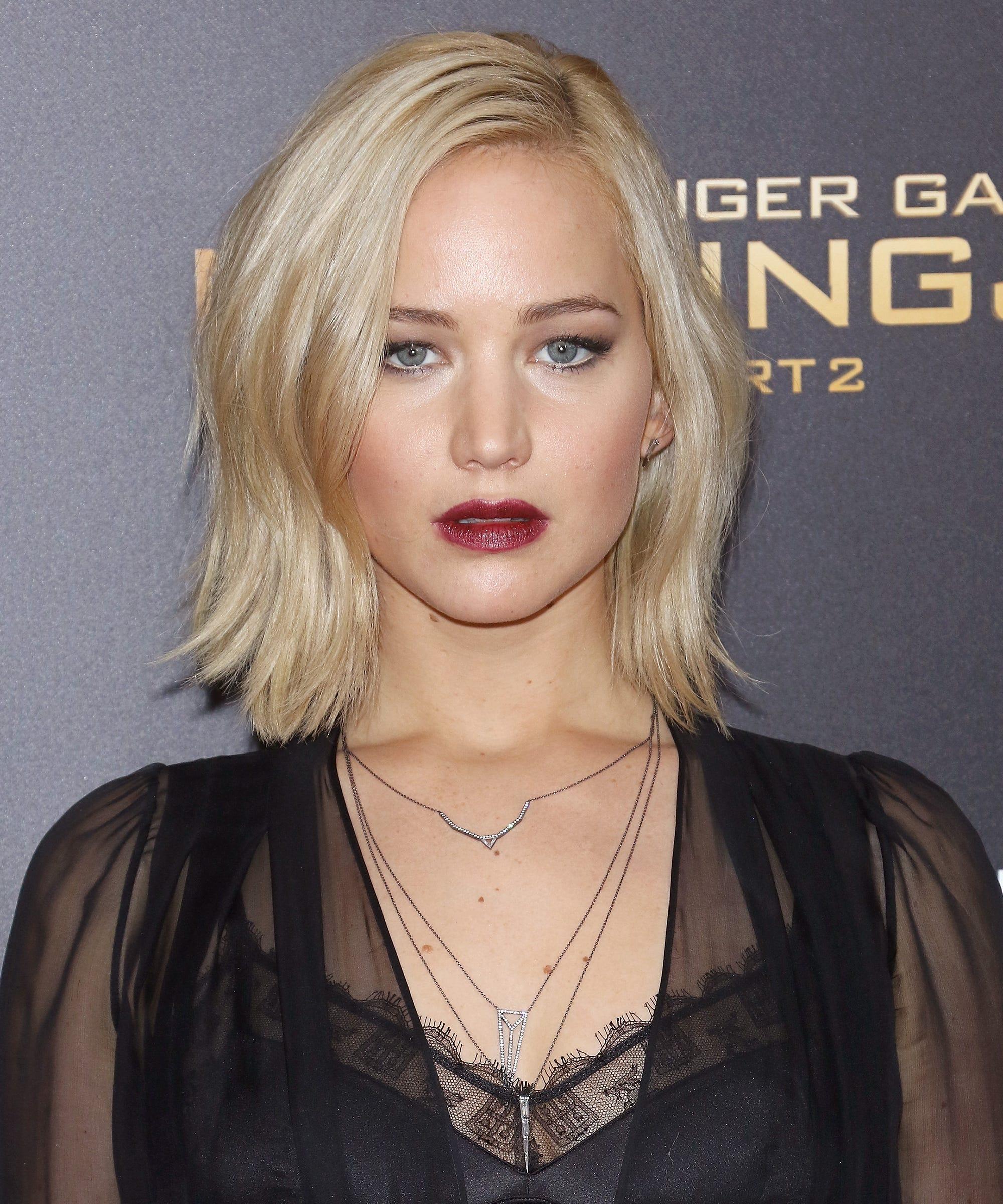 Jennifer lawrence short hair pixie cut chops off blond