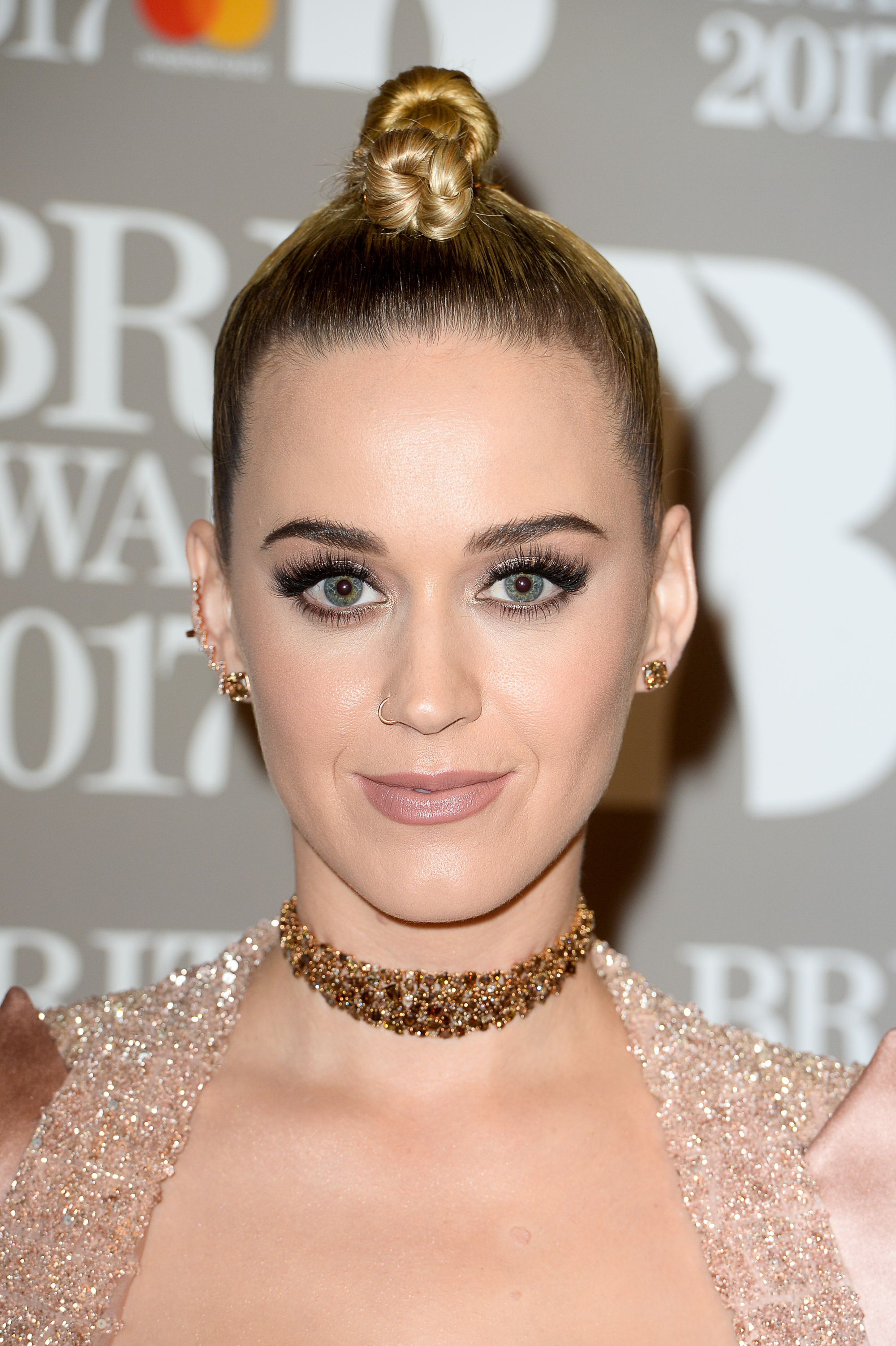 Katy Perry New Haircut Pixie Blonde Miley Cyrus Similar