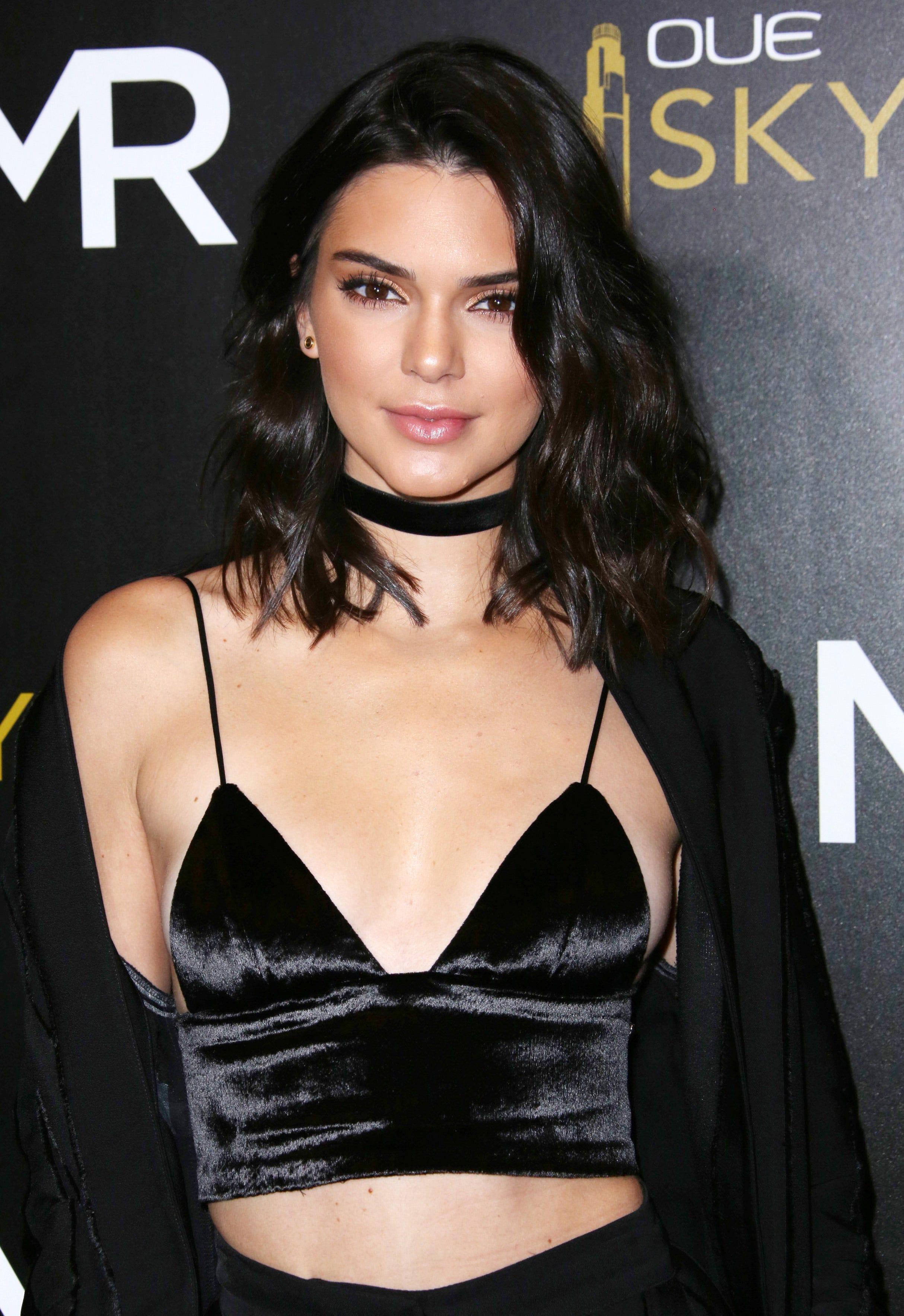puoleen hintaan paras toimittaja myöhemmin Kendall Jenner Free The Nipple Braless Blog Post