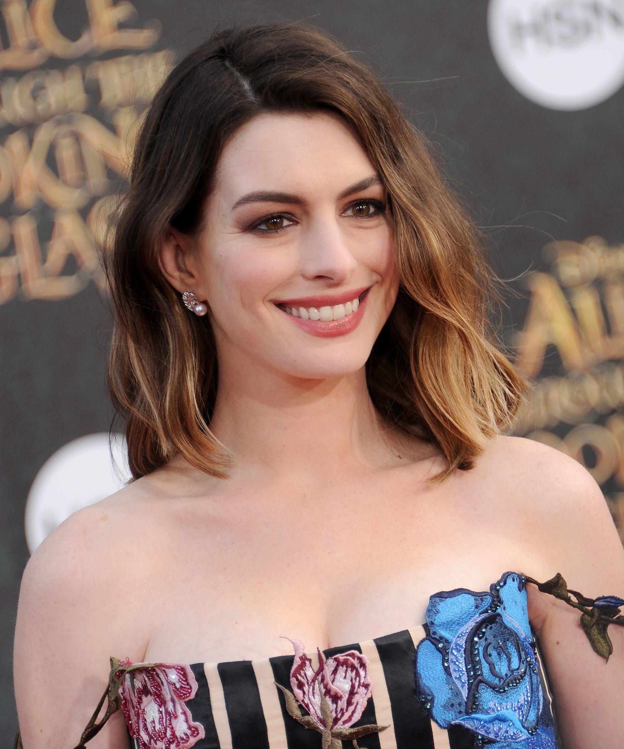 Anne Hathaway Hair And Makeup Looks Over The Years