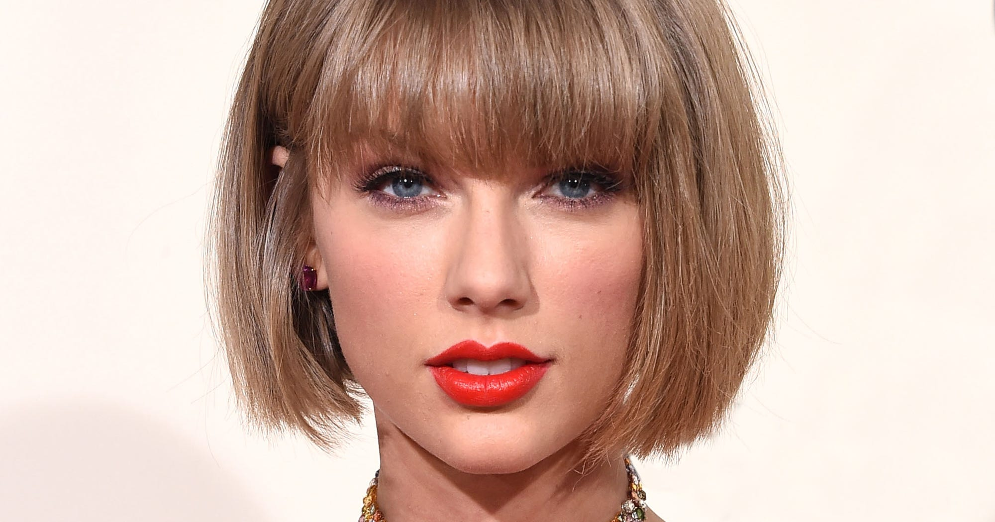Taylor Swift Drinking Reputation, New Gorgeous Song