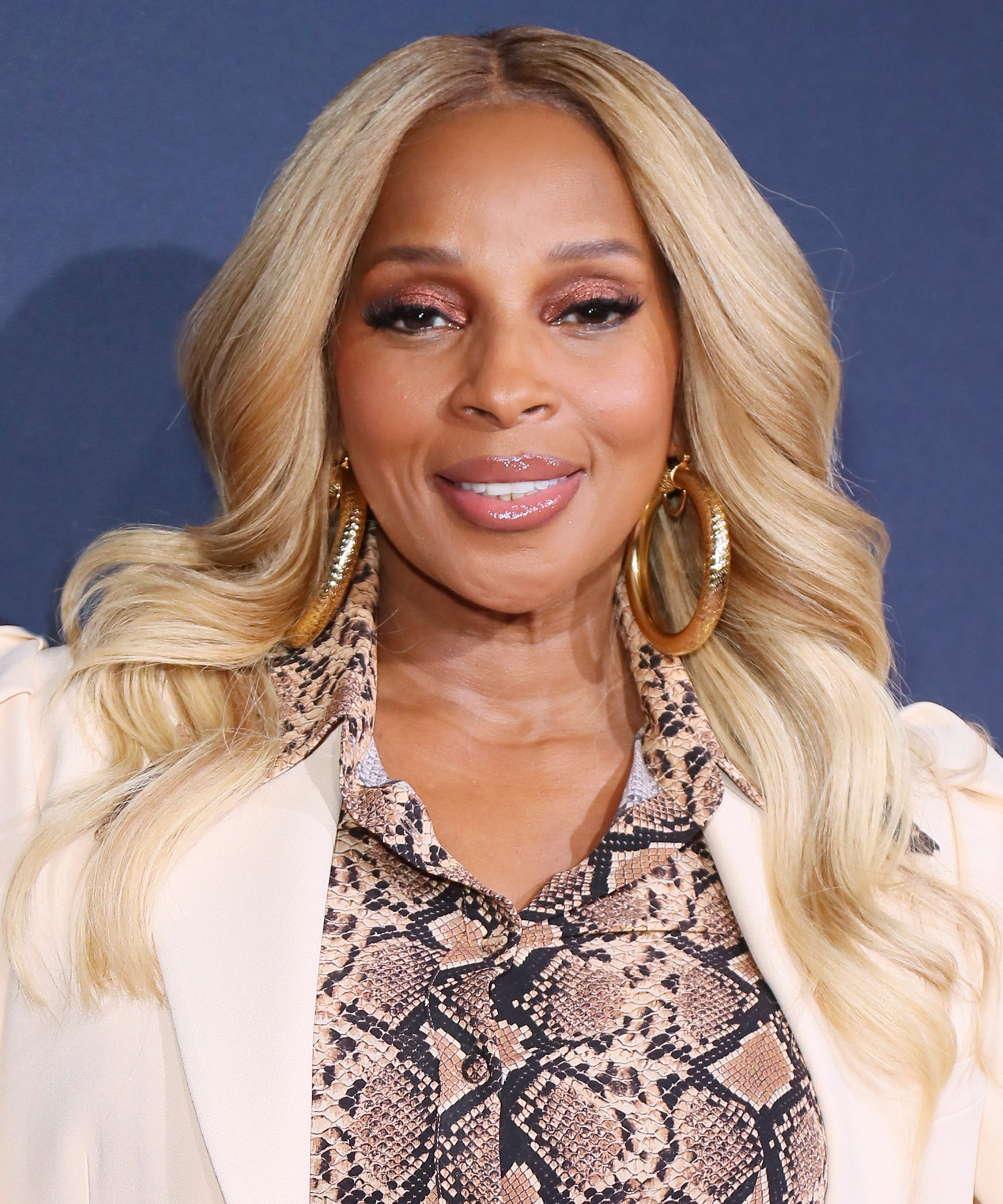 Mary J  Blige Has A New Lipstick With MAC Cosmetics