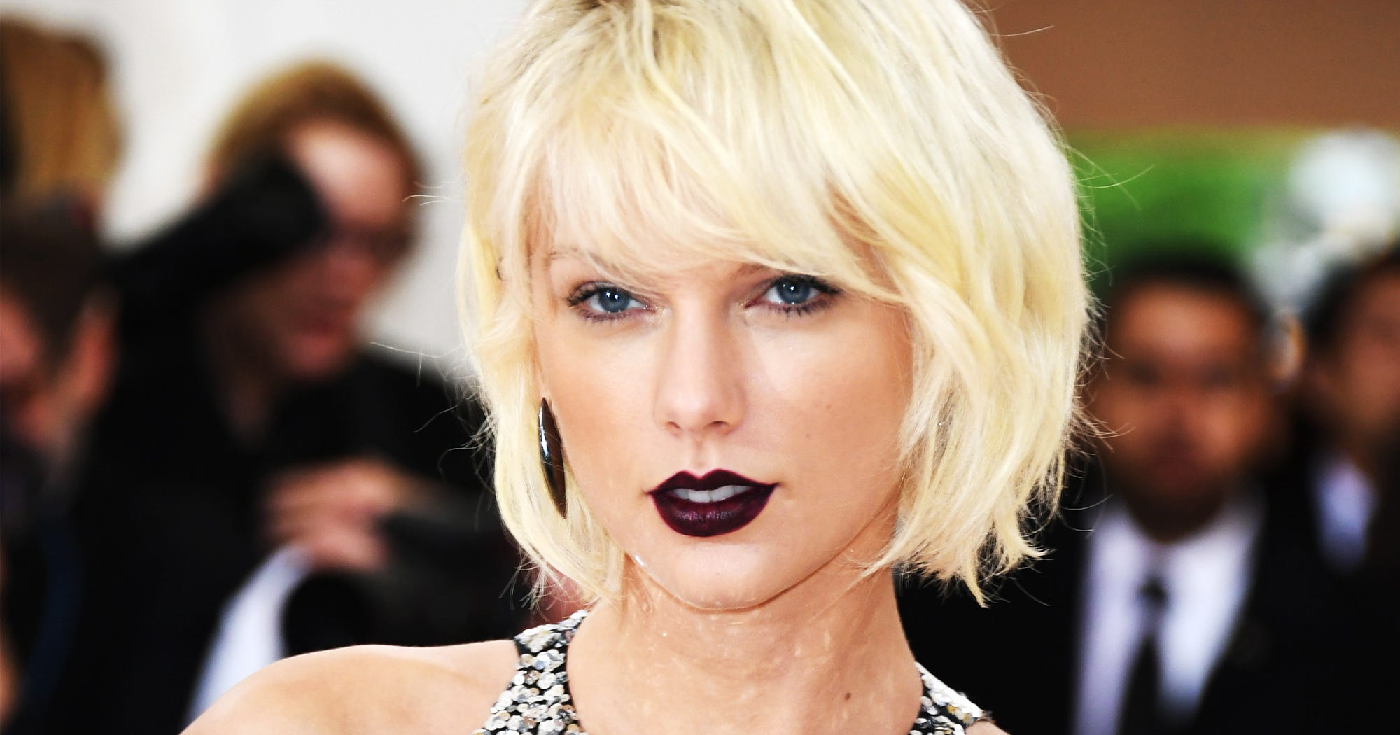 Taylor Swift gets full on naked in her brand new music