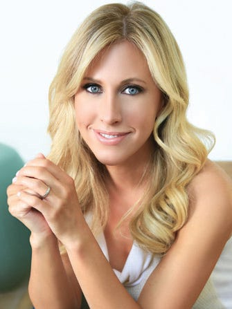 embed-Emily Giffin author photo (credit Emmanuelle Choussy)