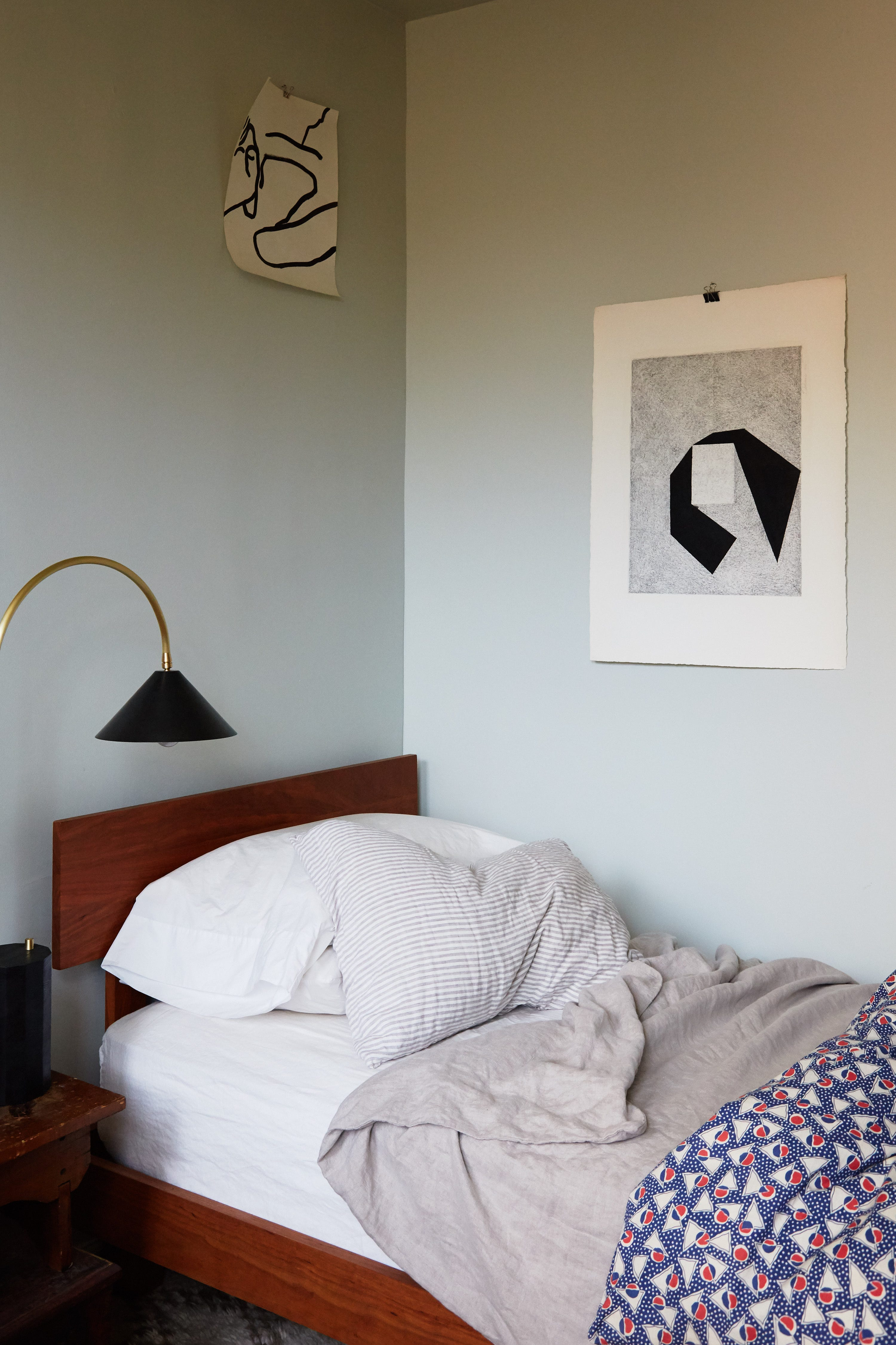 How To Make Small Bedrooms Look Bigger