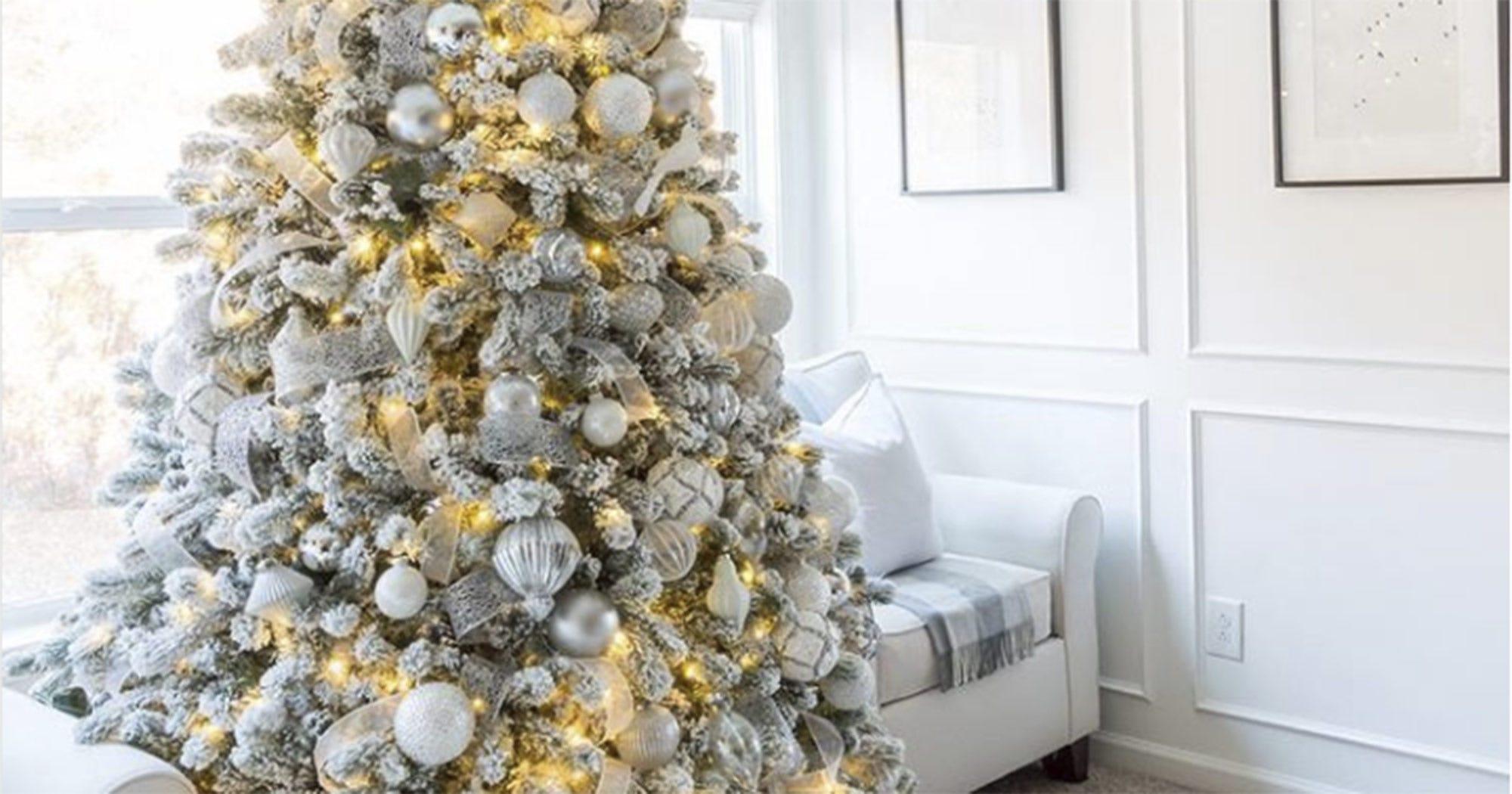 White christmas tree holiday decor trend instagram for Decor 67 instagram