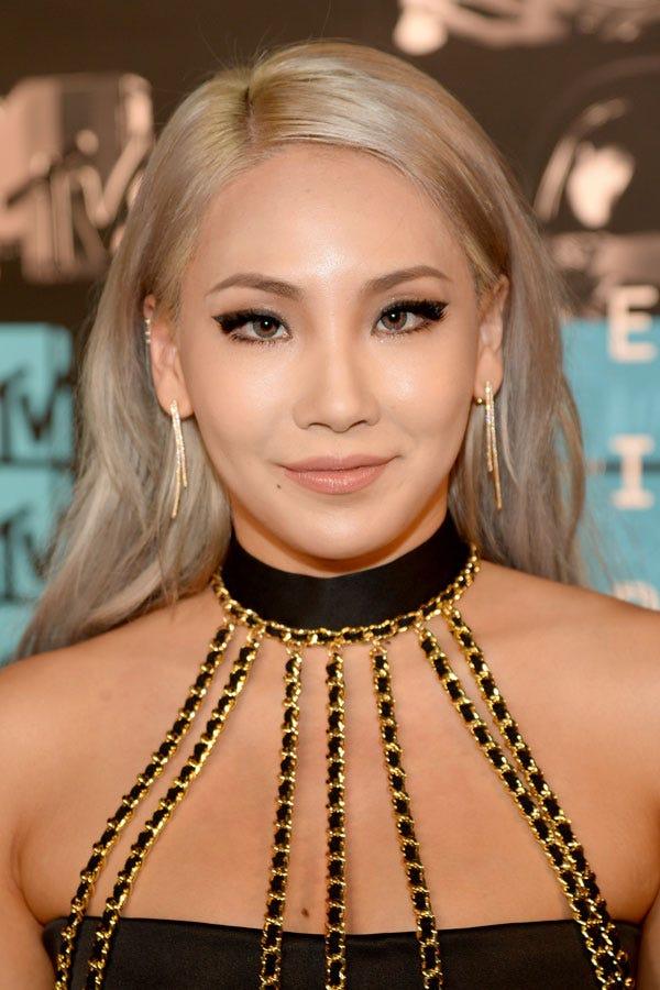 Blonde hair dark eyebrow celebrity trend for 1 name celebrities