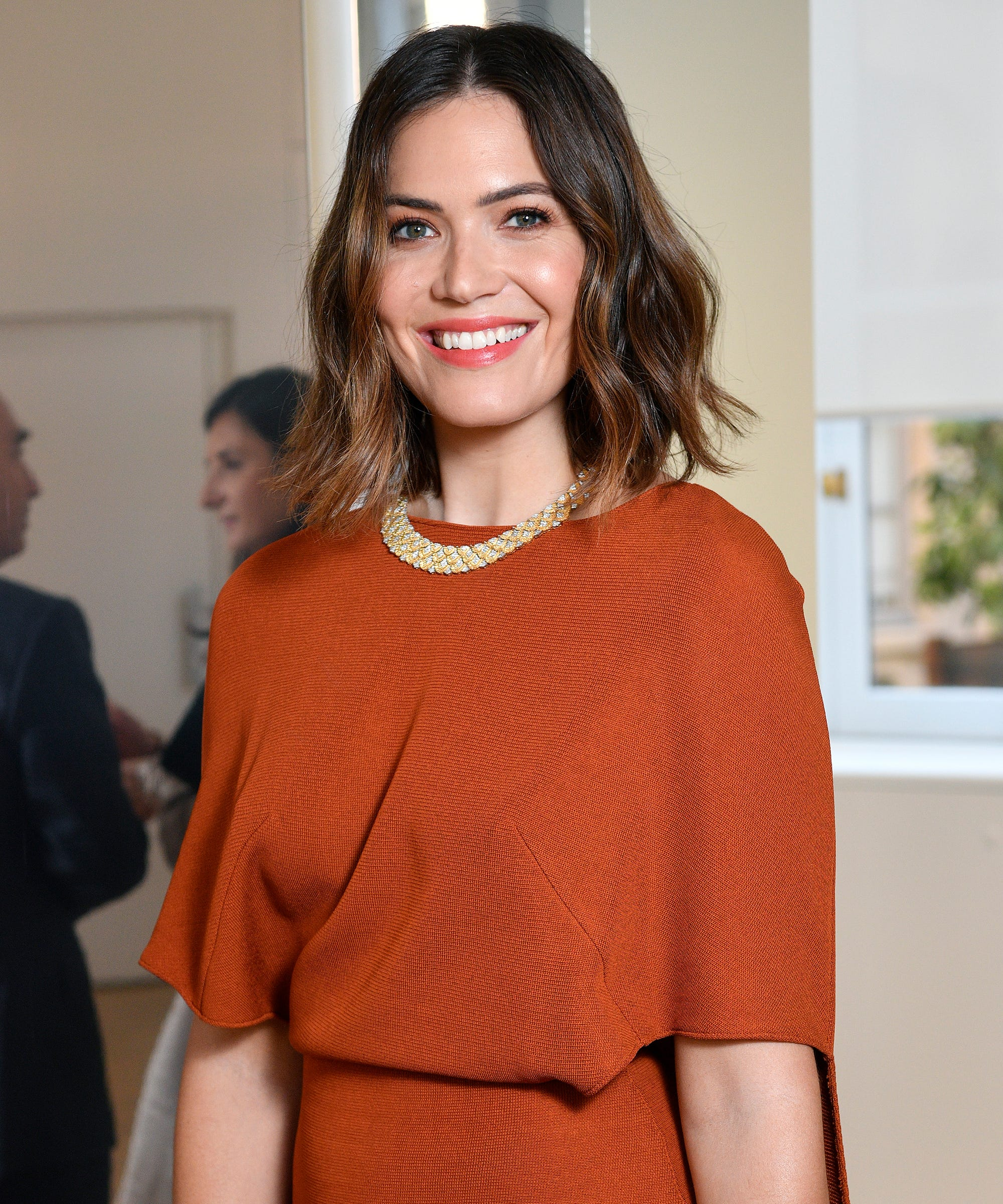 Mandy Moore Debuts New Autumn Hair Color For Fall Glow