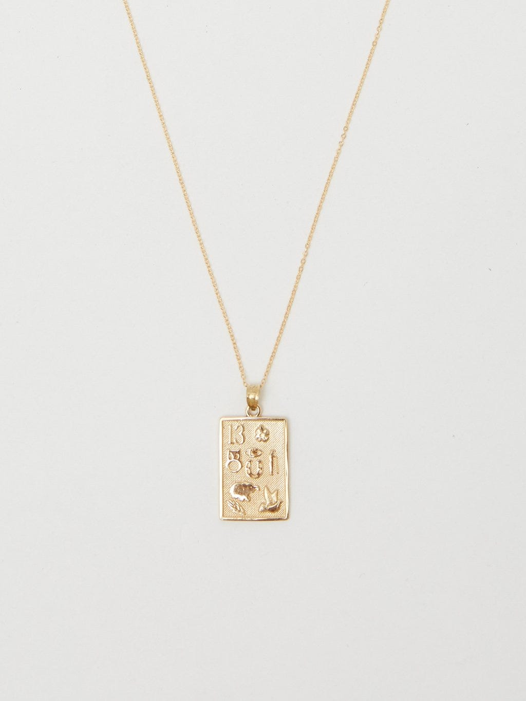 6acb581ac38d74 Gold Pendant Necklaces Are Trending This Summer